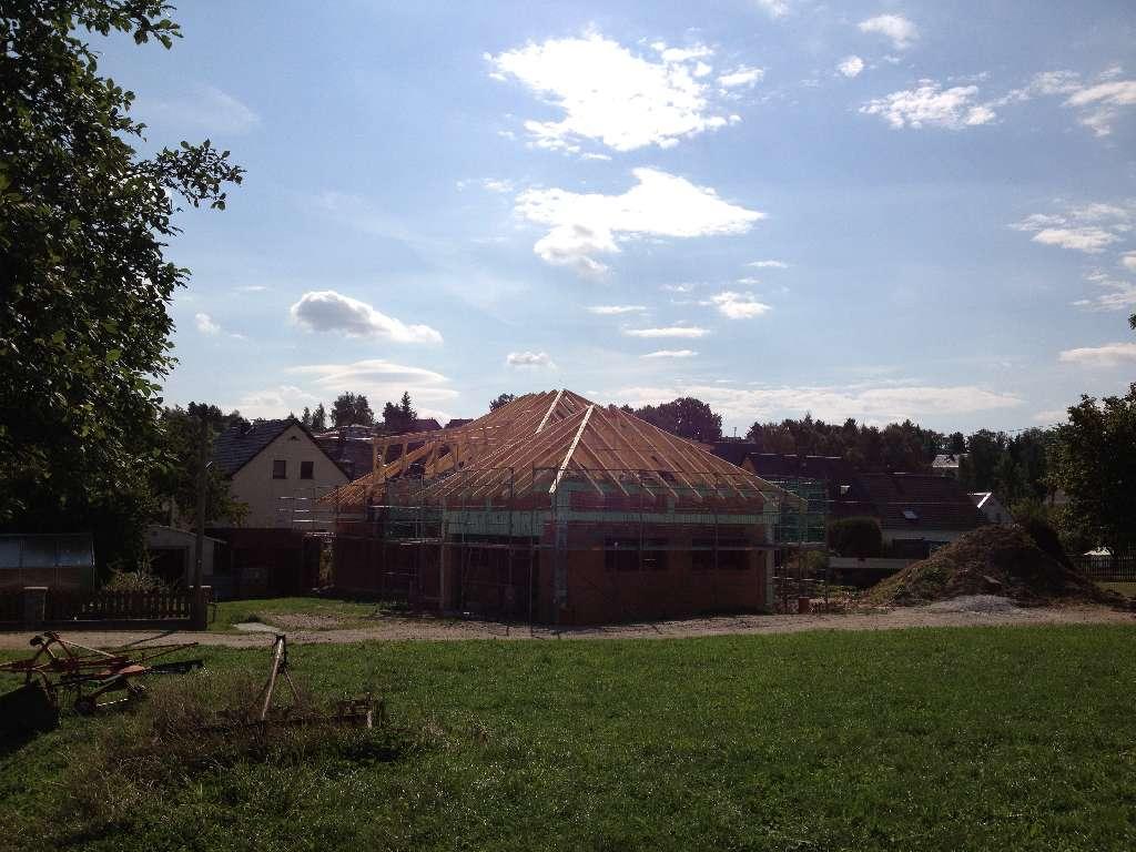 Dachstuhl Wohngebäude mit Garage